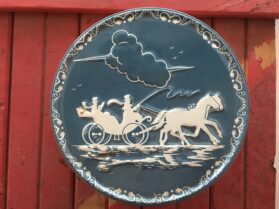 button-tin-vintage-horse-buggy